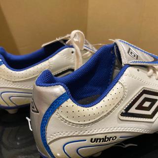 新品UMBROサッカースパイクシューズ 22、5センチ - 売ります・あげます