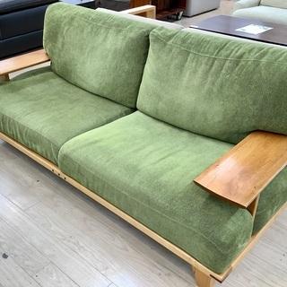 朝日木材加工の2人掛けソファーをご紹介