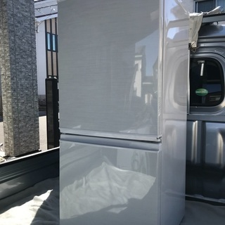 2013年製シャープホワイト冷凍冷蔵庫137L美品。千葉県…