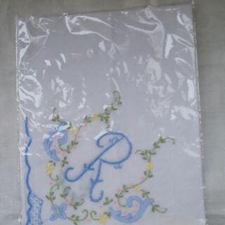 刺繍ハンカチ(「R」イニシャル入り、未使用)