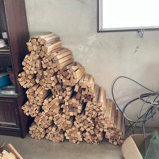 焚き付け用の木