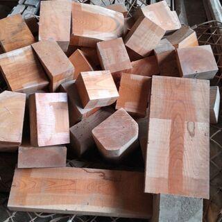 🌹 けやき🌳 杉,ヒノキ見つかります 薪の原料にも。           - 名古屋市