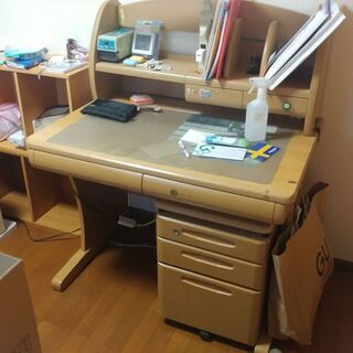 学習机を差し上げます。
