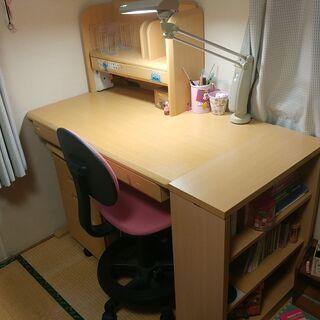 学習机と椅子を差し上げます。