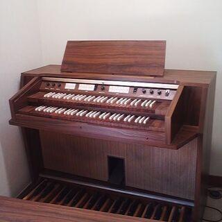 カワイ楽器のクラシックオルガン。TYPE C-502。2段鍵盤で...