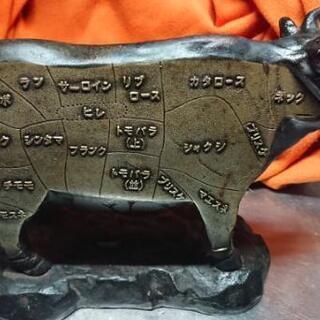 牛の置物 肉屋のディスプレイ