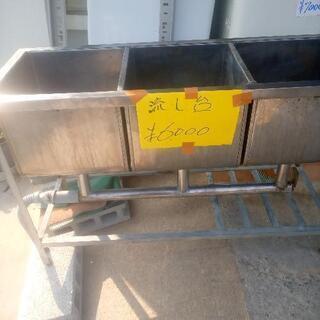 三層シンク別館倉庫浦添市安波茶2-8-6においてます