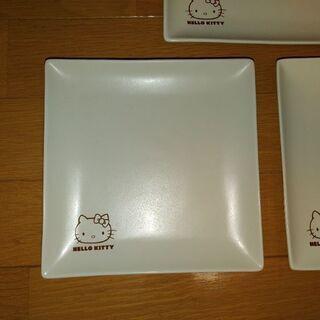 白いお皿〈キティ〉3枚☺️の画像