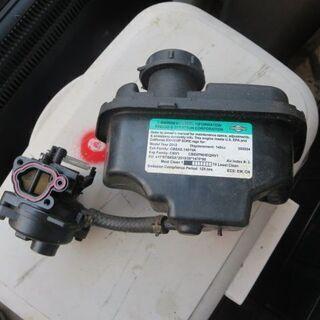 芝刈り機の部品キャブと燃料タンク