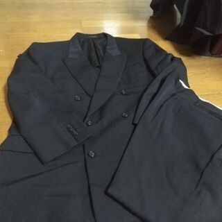 大きいサイズのメンズスーツ、礼服です。