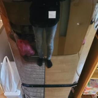 冷蔵庫、転居につき取りに来てもらえるなら差し上げます。