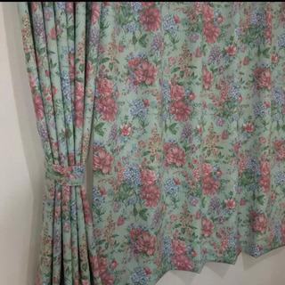 腰窓用花柄ラブリーな姫系カーテン 腰窓 2箇所分 100×…