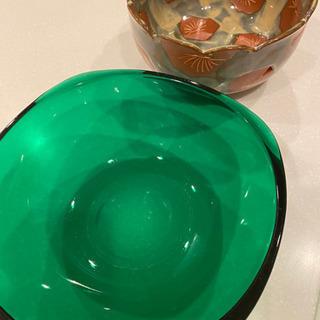 ガラスと陶器の大鉢