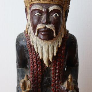 木彫りの人物像
