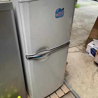 2ドア冷蔵庫まだまだ使えます。