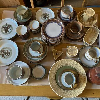 北欧デンマークより家具と一緒に食器類も届いております♪