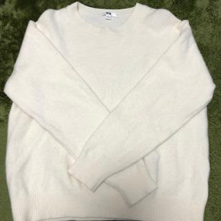 白のセーター ユニクロ