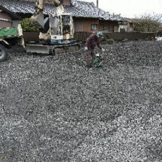 駐車場の砂利(リサイクルコンクリート、グレー砕石、茶色)4tダン...
