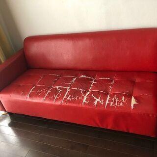 赤の3人掛けソファさしあげます。
