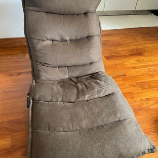 座椅子、あげますが背もたれが歪んでます