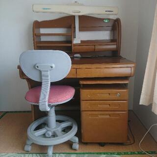 【ネット決済】値下げしました。学習机、椅子付き(ピンク)