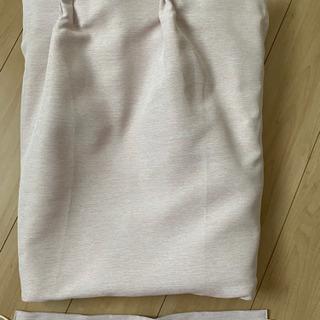 ユニベールの防炎一級遮光カーテン 薄ピンク 丈212 ×幅200 cm