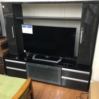 枠付きのテレビボード