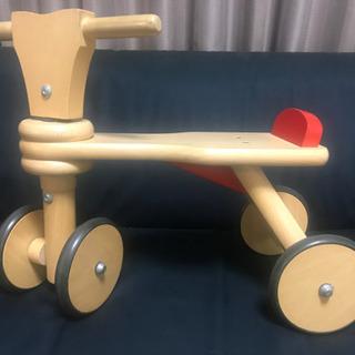 1歳から乗れる足漕ぎ三輪車