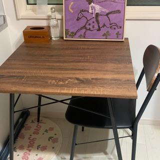 机 テーブルだけ(椅子はない)の画像