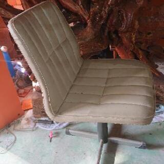 白い椅子あげます!