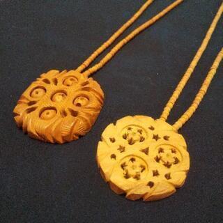木彫りネックレス