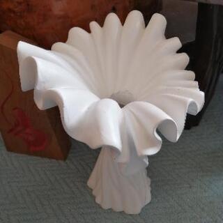 変わった形の花瓶