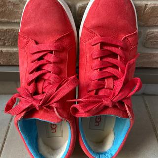 ★UGGアグの赤いスニーカー(25cm)★