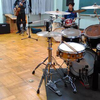 廃校になった音楽室を使ってジャムセッションしませんか?