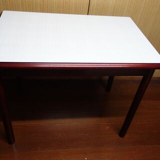 ダイニングテーブル(小型)赤