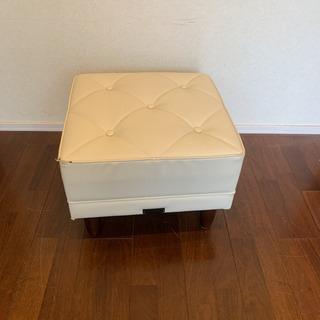 カリモク60  白家具 スツール オットマン