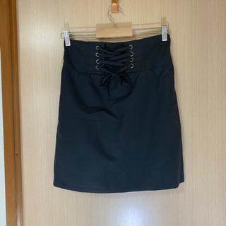 レースアップのミニ丈なタイトスカート