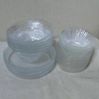 300 ガラスの食器 14点 4種類