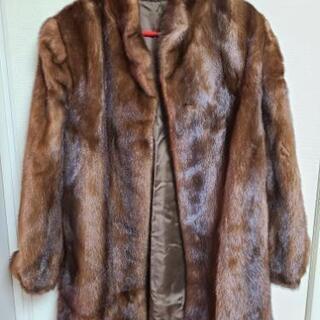 ミンクの毛皮コートです。