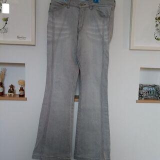 昔流行りのブーツカットのジーンズ REAL.D