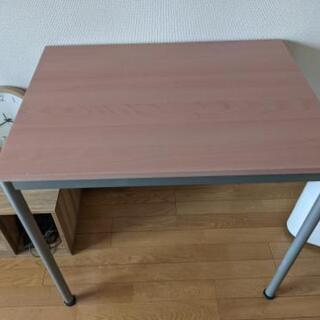 木目付きダイニングテーブル