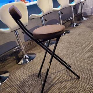 折りたたみ椅子。