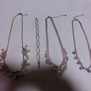 ◆装飾ネックレスとブレスレット合計4点、石系、シルバー色、画像映...