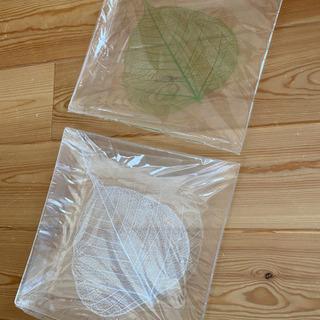 葉っぱモチーフの四角皿 2点セット