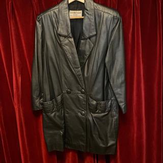 本革のコートでーす。