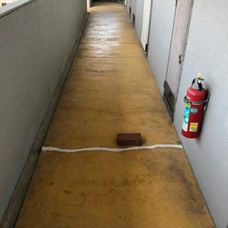 アパートの階段、廊下等共用部清掃します。