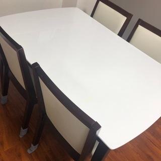 4脚付きテーブル