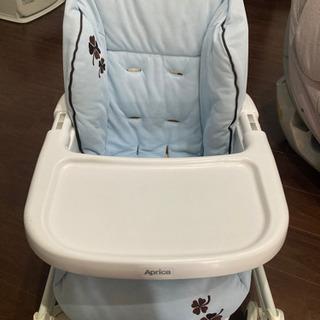 歩行器、幼児用テーブル差し上げます。