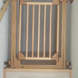 WORLD製 CATCH Me! 木製のびのびベビーゲート