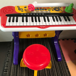 電子ピアノ、電池で動きます。